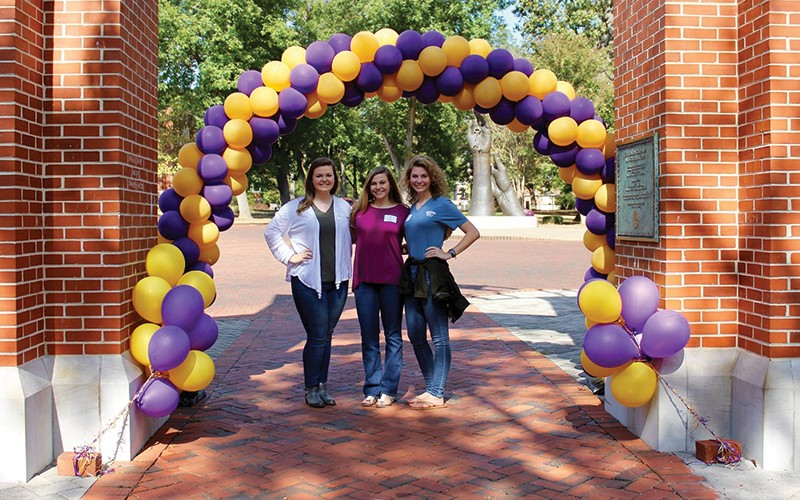 Preview Day 2017 Students under balloon arch
