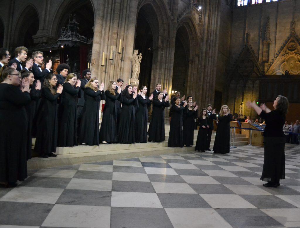 concert_choir_notre_dame_performance