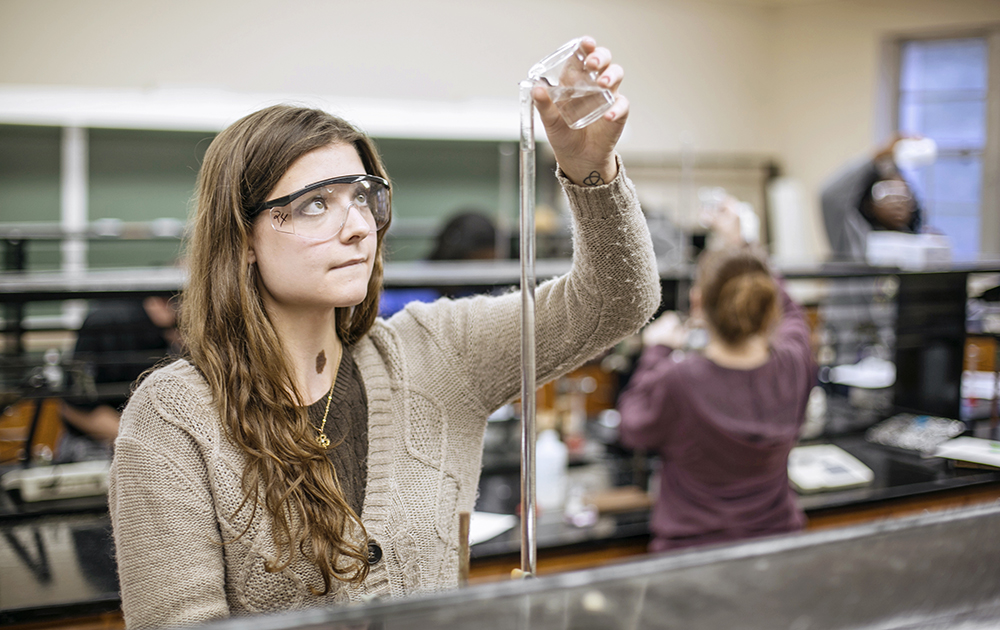 A Montevallo student works in the lab.
