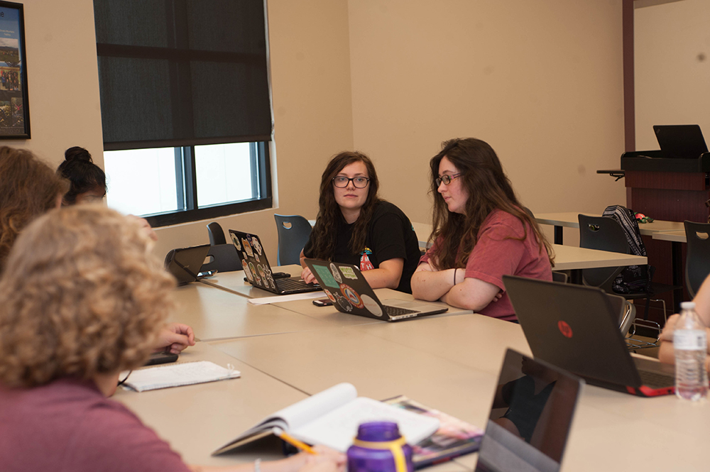 Montevallo students collaborate on a project.